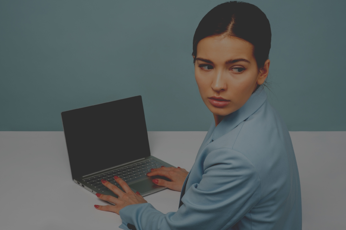 Woman at computer: What procrastination means
